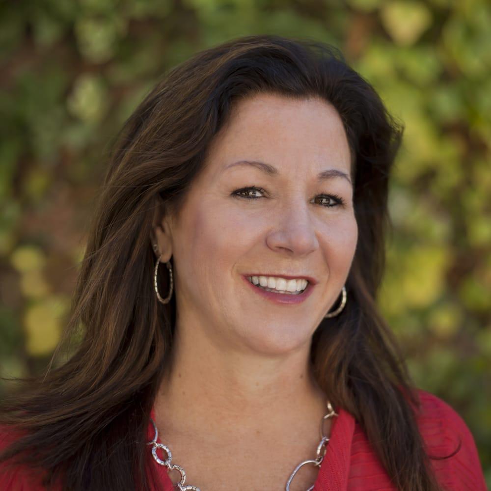 An image of loan advisor Julie Malta